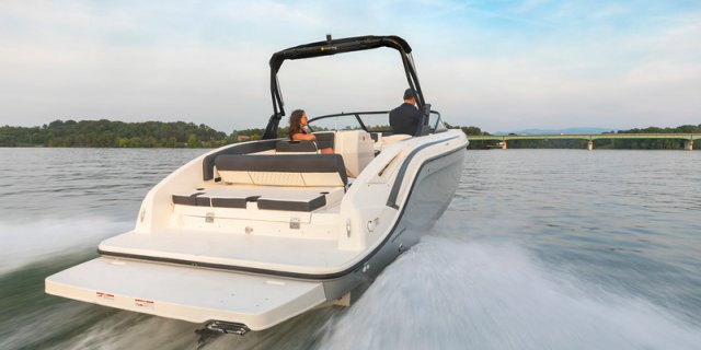 bayliner dx2250 drives along beautiful water in Ontario