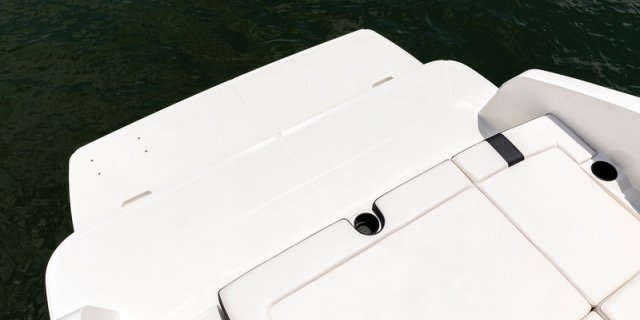 bayliner dx2250 interior swim platform