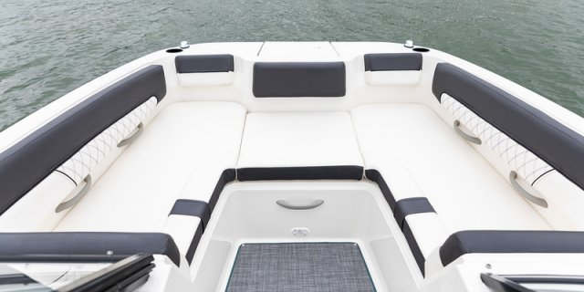 bayliner dx2250 interior rear