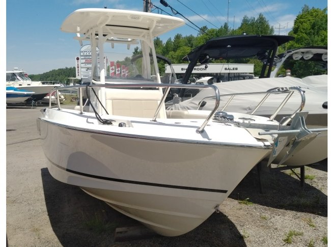 2017 Boston Whaler 23OUT