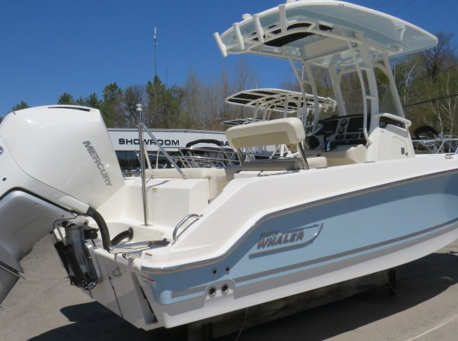2020 Boston Whaler 23OUT